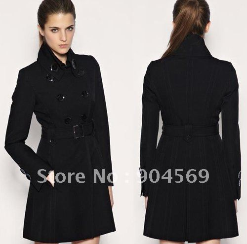 This women's pea coat is made of polyester viscose and wool blend