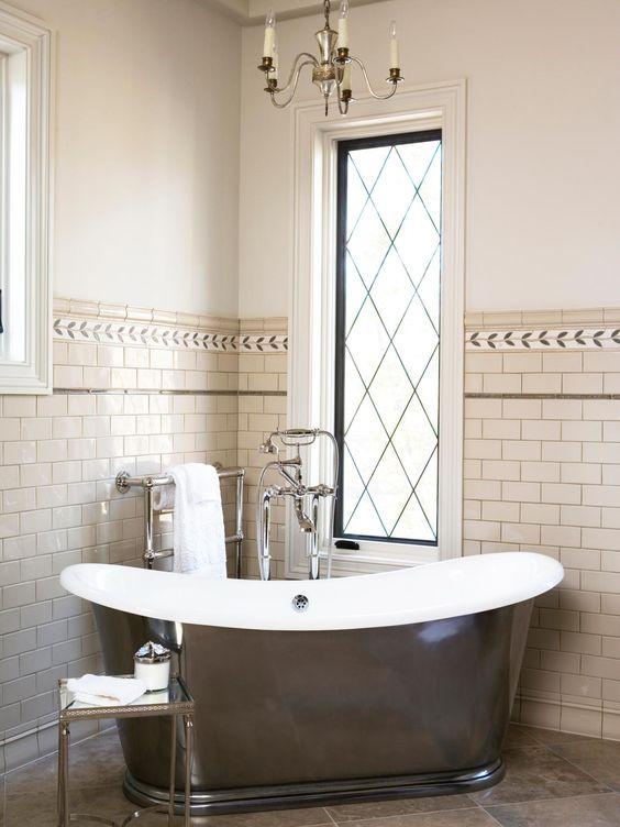Kreative Bad Kronleuchter Ideen Für Moderne Innenraum Das crystal-Bad-Kronleuchter war die Ideen für dieses tolle Bad. Es verwendet nur die beste Note de...