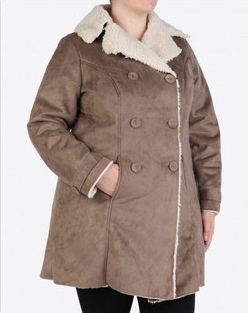 Un joli manteau pour femme ronde, en fausse laine retournée mais au vrai style! Disponible jusqu'au 56 pour 89,99€