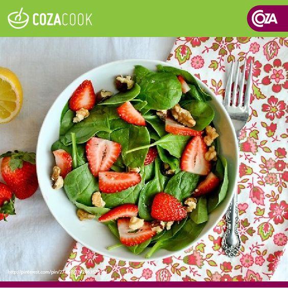 Salada de espinafre com morango e nozes. Experimente!