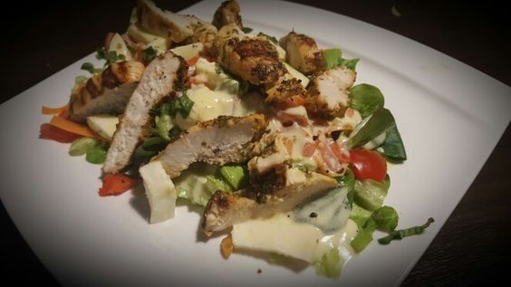 Fresh Salad with grilled turkey