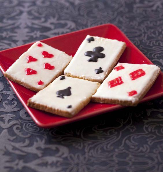 Pour ravir toute la famille en ce début de semaine difficile, je vous propose de déguster ces sablés aux allures de cartes à jouer. Amusants à regarder et délicieux à déguster !