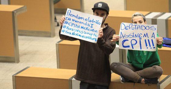 Estudantes secundaristas permanecem acampados no plenário da Alesp (Assembleia Legislativa de São Paulo) como protesto pela criação da CPI da Merenda e contra o fechamento de salas de aula da rede estadual. O presidente da Alesp, Fernando Capez, decretou ponto facultativo (folga) nesta quarta na Casa