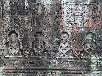 Một số bức phù điêu tuyệt đẹp trên những bức tường của ngôi đền