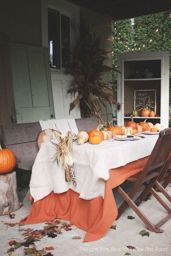 Gorgeous Outdoor Patio Thanksgiving Table + Great ideas for setting your Thanksgiving Table: