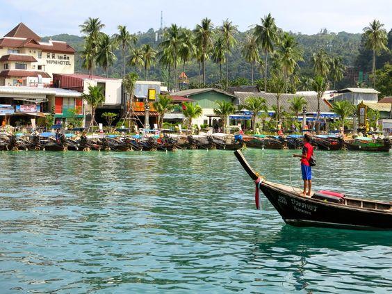 Ko Phi Phi, Tailândia. Ton Sai é a praia de onde partem os ferries para Phuket e Krabi.