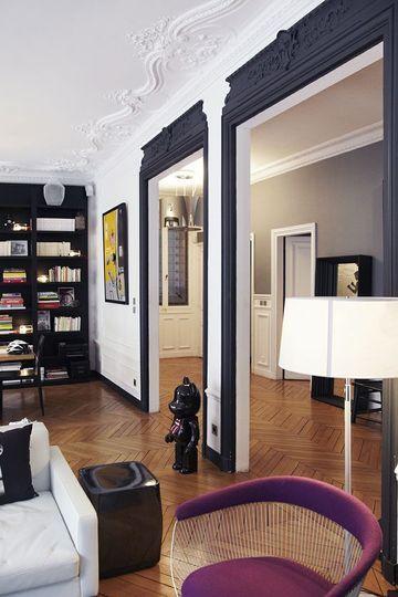 Des moulures noires pour souligner les encadrements de portes - Peinture : le coup de pinceau qui change tout - CôtéMaison.fr