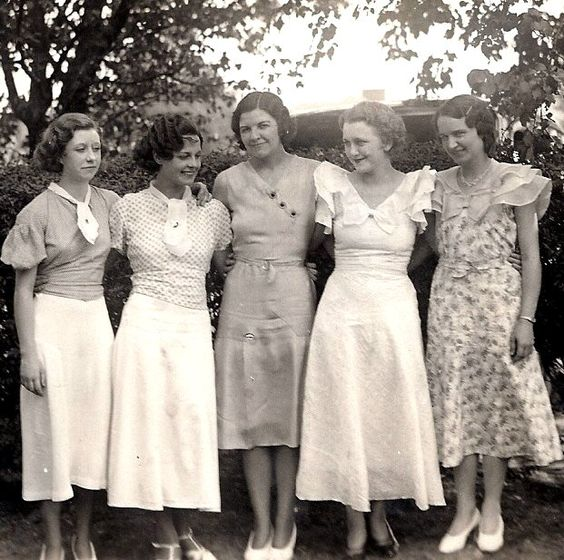 Five stylish ladies, 1930s.:
