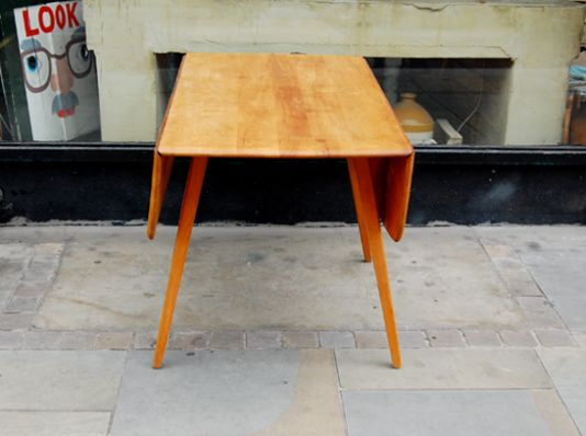 Erco drop-leaf dining table from Le Grenier