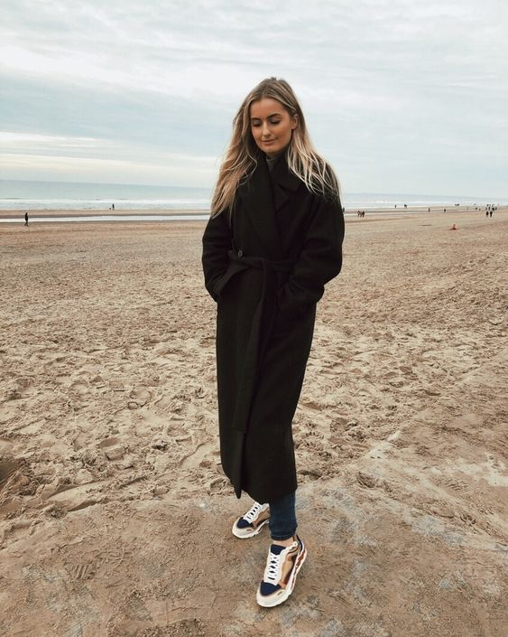 Winter days @ The beach  Darkbrown Lia Coat - oversized from Weekday Official Sandro Flame sneakers in sable   #inweekday #sandro #sandroflame