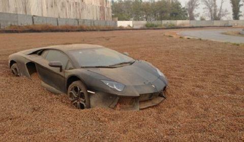 Lamborghini Aventador Gets Stuck in Gravel Trap }-> repinned by www.BlickeDeeler.de