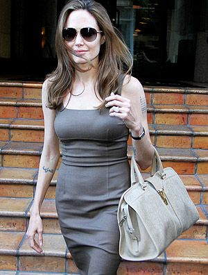 Angelina Jolie adere a campanha britânica contra abuso sexual