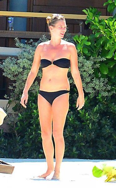 Kate Moss Topless In Het Zonnetje  #PrutsFM