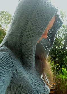 Free knitting pattern for Corona hoodie by Teresa Gregorio pullover with hood and diamond stitch trim
