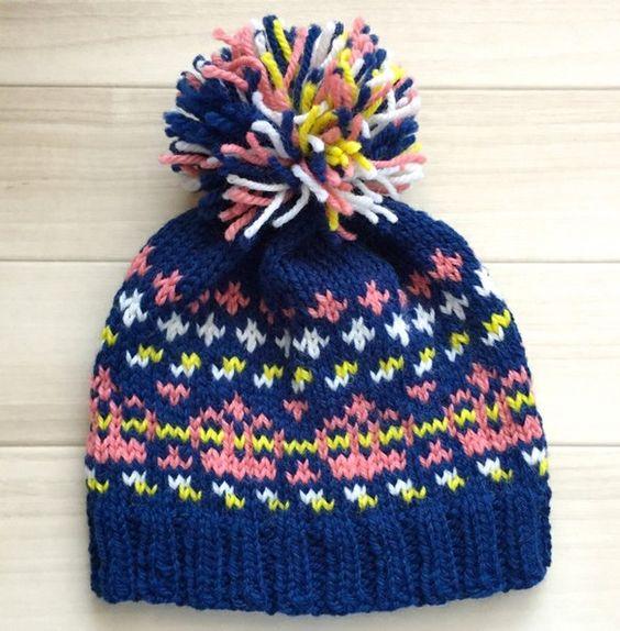 王冠をモチーフにした編み込み模様のニット帽です。とっても可愛らしい感じに編み上がりました! 毛100%の極太毛糸で、とってもあったか!お手入れは、手洗いで優し...|ハンドメイド、手作り、手仕事品の通販・販売・購入ならCreema。
