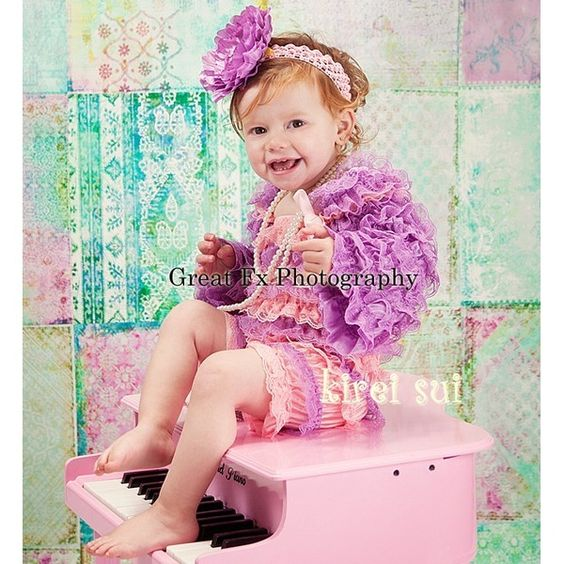 roze met lavendel kanten rompertje met schouderbandjes
