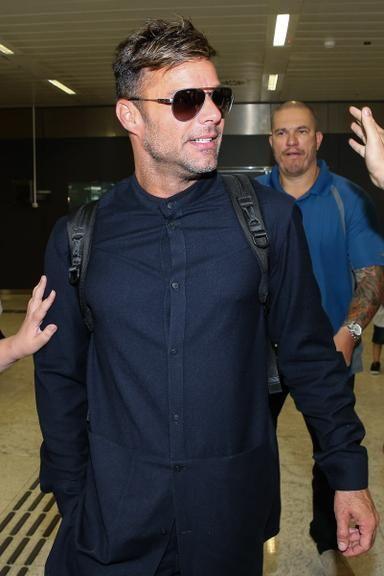 Acompanhado do novo namorado, Ricky Martin desembarca em São Paulo – Superpride