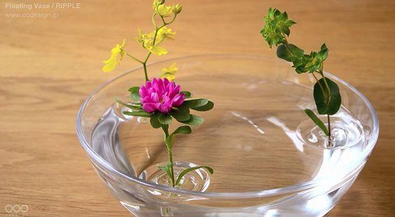 水面にお花が浮かんでいるみたい…波紋のようなフォルムが涼しげな花器「Ripple」がステキ