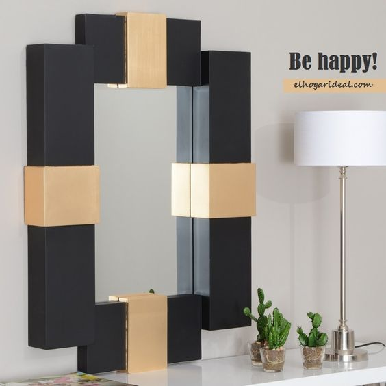 Esta mañana me he visto Ideal en mi nuevo espejo de madera lacado en negro y dorado. Nuevas tendencias en espejos en la colección 'El reflejo perfecto'. http://elhogarideal.com/es/77-el-reflejo-perfecto