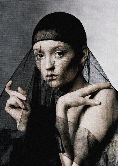 """Audrey Marnay en """"La edad de la opulencia"""" por Irving Penn para Vogue de Estados Unidos de junio de de 1998"""
