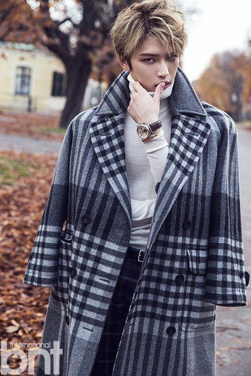 チェックのコートを羽織ったジェジュンのかっこいい画像