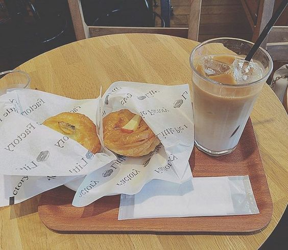 little pie factory w/ayana #littlepiefactory#apple#clamchowder#pie #yummy#lunch#Hiroo