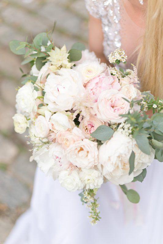 Best New York City Wedding Florists Designs By Ahn Flower Bouquet Wedding Wedding Flower Decorations Wedding Flowers