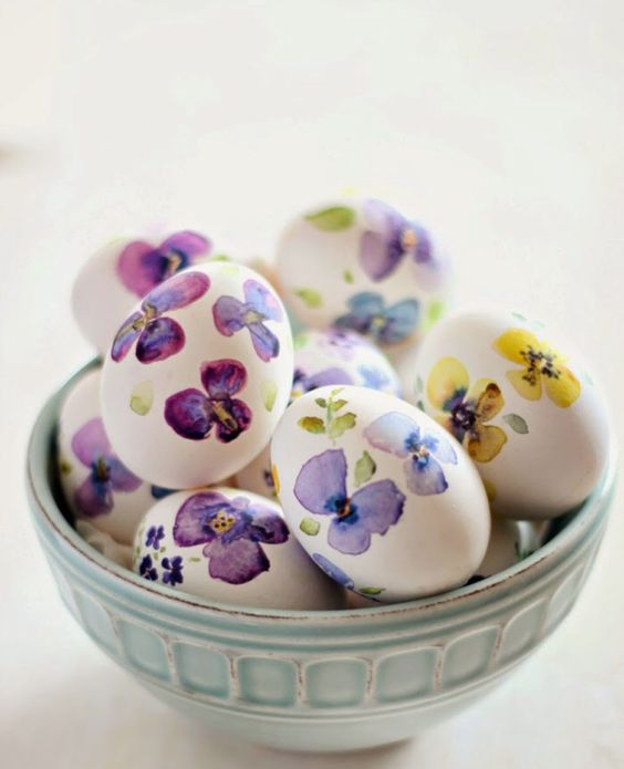 Decoupage floral Easter eggs:
