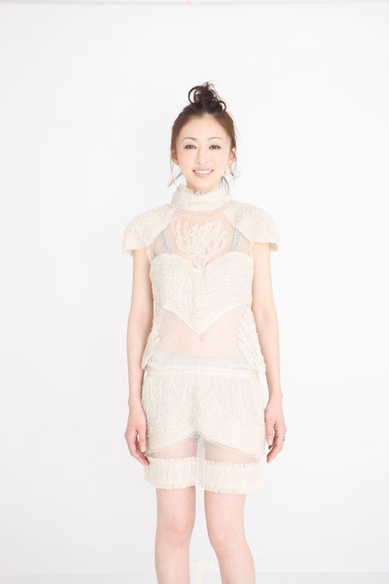 シースルー洋服の松雪泰子