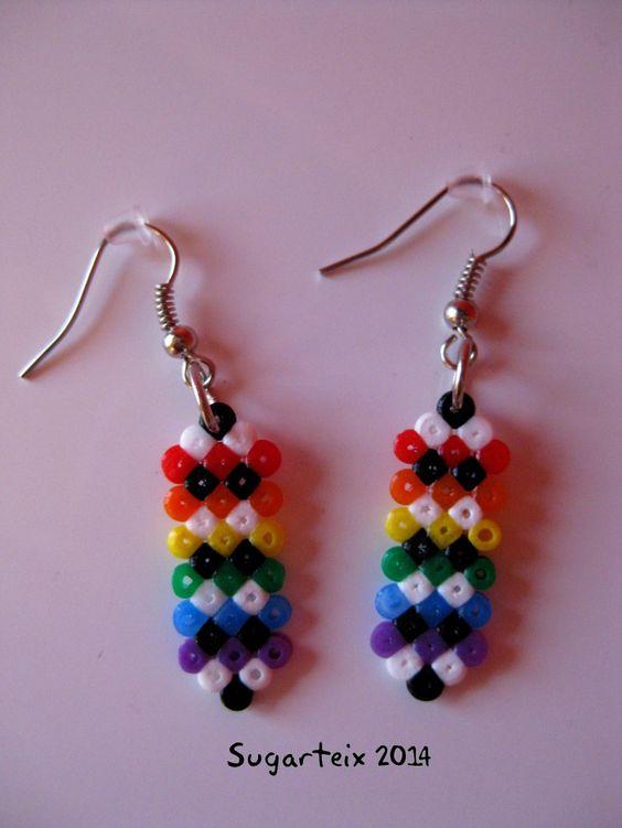 Pendientes colgantes arco iris mini. Modelo 3. Si te gustan puedes adquirirlos en nuestra tienda on-line: http://www.mistertrufa.net/sugarshop/ Ver más en: http://mistertrufa.net/librecreacion/groups/hama-beads/
