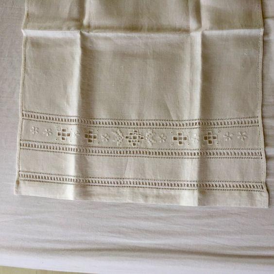 Asciugamani in lino con ricamo ad intaglio by IlBauleDiLetizia
