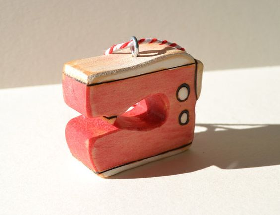 A wee wooden sewing machine ready to adorn your Christmas tree or hang anywhere you need a bit of sewing cheer. Handcut sustainably harvested, FSC