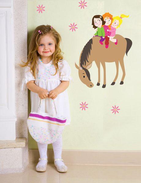 Wandtattoo Wanddeko Mädchen girls Pferde reiten von mauerblümchen auf DaWanda.com