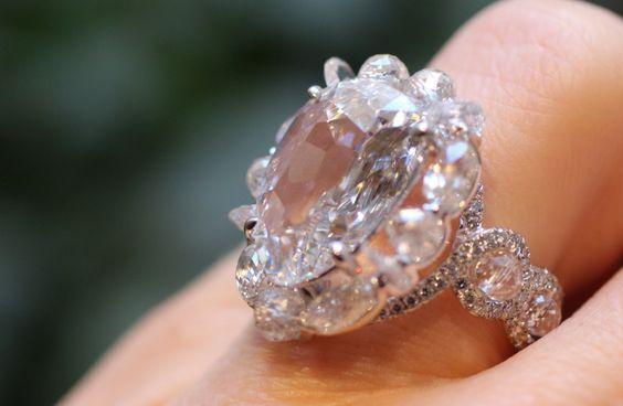 Bague diamants et titane Suzanne Syz - Photo ©Bérengère Treussard