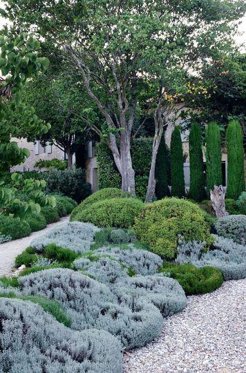 Nuances de vert dans le jardin pour une relaxation maximale - Luberon : une maison qui aime la nuance - CôtéMaison.fr