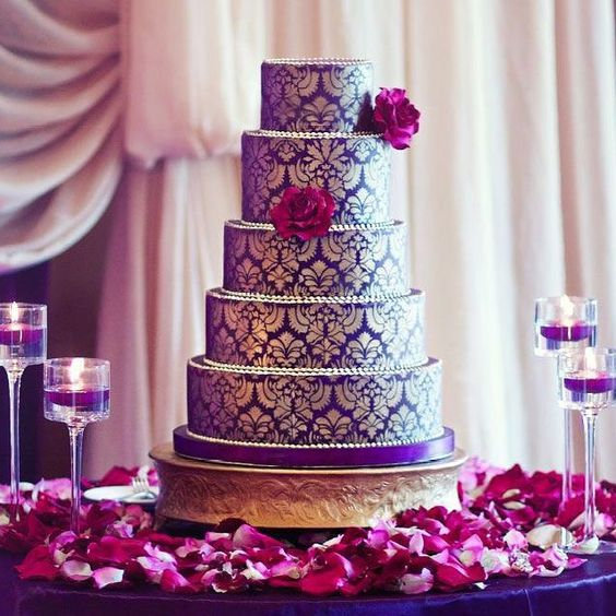 How to incorporate #pantonecoloroftheyear 2018 #UltraViolet in your wedding. Wedding cake series. #wedding #weddingcake #cake #ultravioletbouquet #ultravioletwedding #purplewedding #bride #bridesmaids #weddingideas #weddinginspo #weddingplanner #weddinggift #weddingdress #weddingtheme #pantone2018 #pantone #photos via #pinterest