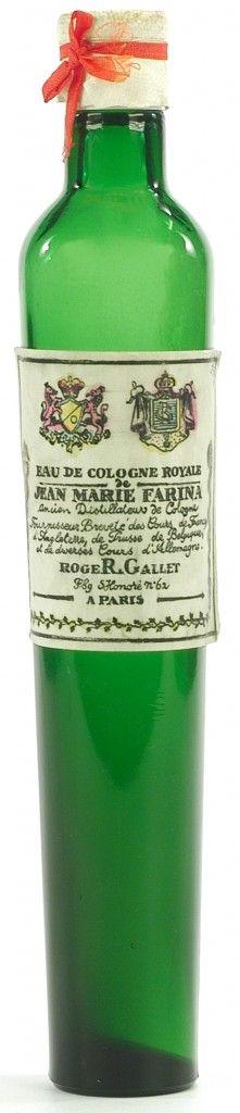 """Roger & Gallet -  Jean Marie Farina desenvolveu para Napoleão e sua equipe a """"Rouleau de L'Empereur"""", uma embalagem especial (fina e comprida) para entrar em suas botas. Detalhe: a fórmula que Napoleão usava é a mesma dos perfumes, sabonetes e hidratantes que são vendidos hoje."""