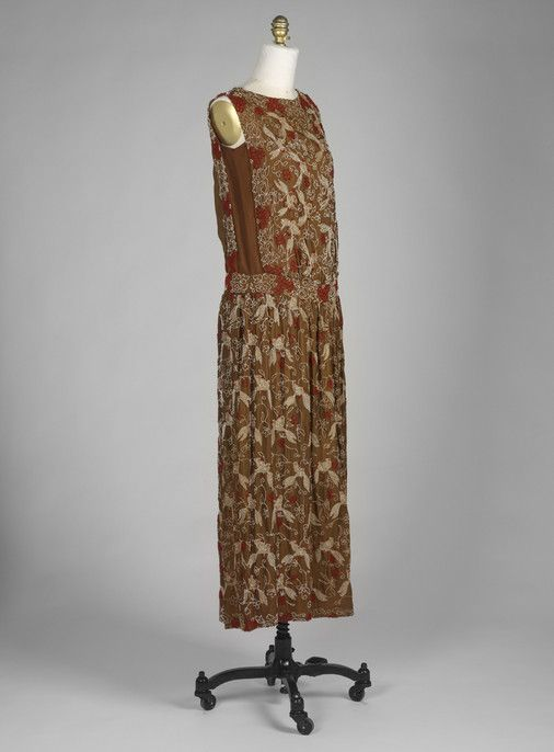 Dress Unknown artist, American Dress, ca. 1920 Silk, beads; plain weave, embroidered S82.208