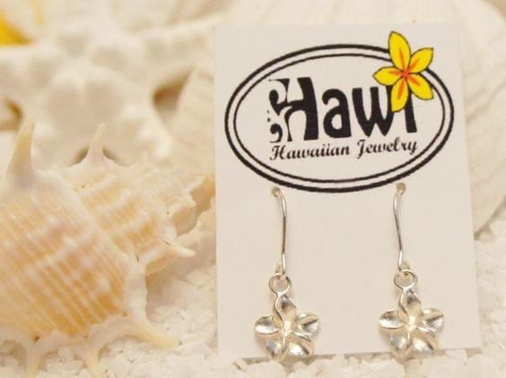 ハワイアンジュエリーピアスです。女性に人気なプルメリア♪ 小さくてとってもCUTE!!プレゼントにもおすすめです❤️【素材】Silver【size】 縦約 1...|ハンドメイド、手作り、手仕事品の通販・販売・購入ならCreema。