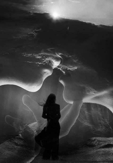 """« Mais les rencontres sont finalement une accumulation de coïncidences qui fait que deux personnes, essayant de résister à la malice du destin et de détourner les chemins qui les mènent l'une vers l'autre, se dirigent inexorablement vers une collision fatale. » """"But ultimately are an accumulation of coincidences that makes two people trying to resist the malice of fate and divert the paths leading them towards the other, move inexorably toward a fatal collision."""""""