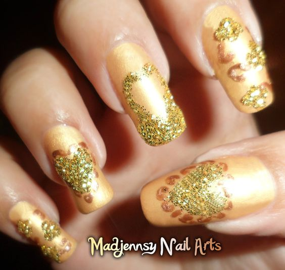 Elegant Gold to Day Out Nail Art