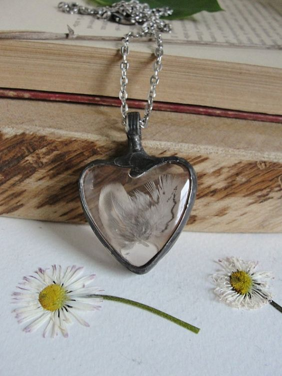 * One of its kind * ♥ I sell a necklace exactly at the pictures, I will not repeat the pattern, I do not do mass hackwork designs. You buy exactly this one unique necklace from the photos. ♥  © ♠ Handmade with passion ♠ © Created in my home studio. Tifanny method - eco friendly tin doped with Silver ** Glass medallion, terrarium, pendant necklace. Decorated in retro aesthetics, reminiscent of antique manner.  Inside is immortalized a real Feather pheasant  Dimension: The length of pendant…