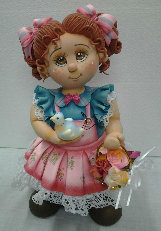 Pote de vidro de 1,300 ml, trabalhado em biscuit em forma de menina com passarinho e cesta de rosas. <br>Linda peça utilitária para sua casa. <br>Faço nas cores que vc quiser.: