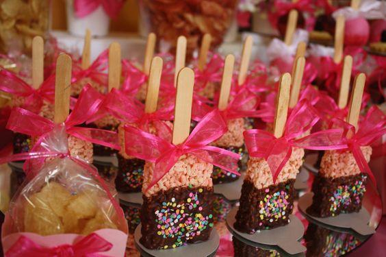 Mesa de dulces para bautizo ni a paletas de cereal con for Mesa de dulces para bautizo de nina