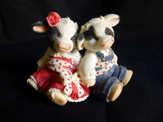 Mary's Moo Moos We're Inseper-a-Bull 296694 Cow Figurine 1997