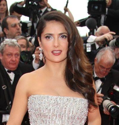 Salma Hayek wears a side-part, loose ringlets hairstyle