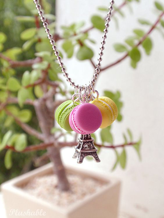 French macaron necklace with Eiffel tower charm <3