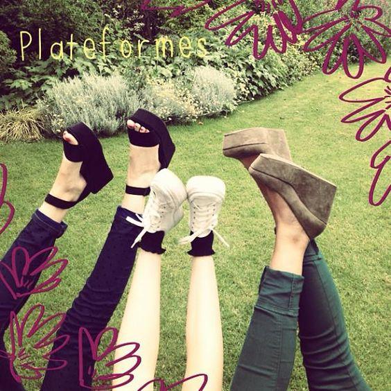 Aujourd'hui nous avons adopté les chaussures plateformes !  Et la semaine prochaine, vous voulez nous voir avec des chapeaux d'été, des K-way ou du rouge à lèvres mat ? A vous de voter ici