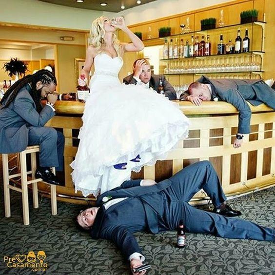 Fotografias divertidas são sempre bem vindas  #precasamento #sitedecasamento #bride #groom #wedding #instawedding #engaged #love #casamento #noiva #noivo #noivos #luademel #noivado #casamentotop #vestidodenoiva #penteadodenoiva #madrinhadecasamento #pedidodecasamento #chadelingerie #chadecozinha #aneldenoivado #bridestyle #eudissesim #festadecasamento #voucasar #padrinhos #bridezilla #casamento2016 #casamento2017