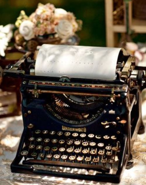 Typewriter -La Maison Lion